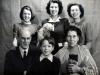 vivien-soldan-top-right-with-her-parents-edward-vera-birse-and-children-june-robin-pembroke-square-london-1945-6