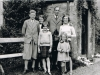 jervis-molteno-with-son-ian-his-four-of-his-daughters-early-1930s