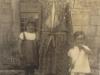 kathleen-murray-at-painswick-w-her-niece-nephew-iona-george-murray-1925