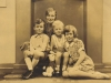 margaret-murray-nee-molteno-w-her-3-children-george-pat-and-iona-1929