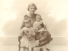 margaret-murray-nee-molteno-w-her-two-eldest-iona-and-george-1924