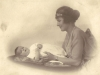 margaret-murray-nee-molteno-with-her-first-baby-iona-1922