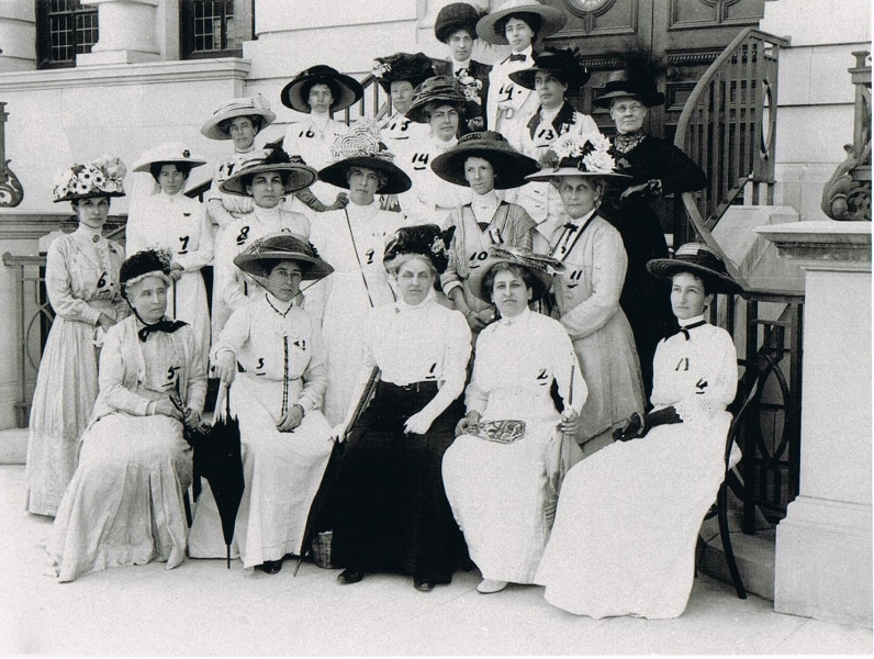 caroline-murray-2nd-row-right-hand-end-at-womens-enfranchisement-association-durban1911