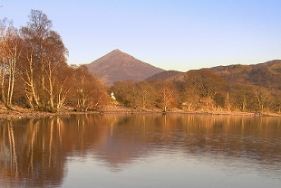 schiehallion-in-the-highlands-view-from-the-loch-below